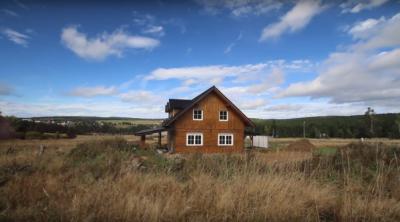 Časosběrné video stavby roubenky